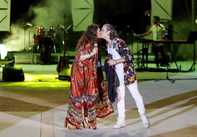 Το on stage φιλί της Καίτης Γαρμπή και του Διονύση Σχοινά