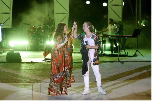 Η  Καίτη Γαρμπή και ο Διονύσης Σχοινάς στη συναυλία στο Κατράκειο Θέατρο