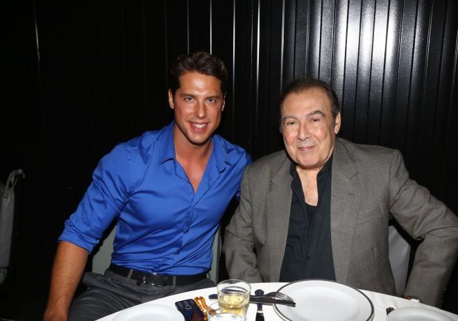 Ο Νάσος Παπαργυρόπουλος μαζί με τον νονό του, Τόλη βοσκόπουλο σε παλαιότεη δημόσια εμφάνισή τους/ Φωτογραφία NDP