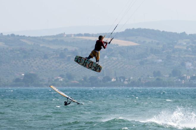 Kite surf στην παραλία Λευκαντί- φωτογραφία Eurokinissi