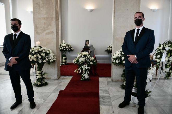 Ησορός του Τόλη Βοσκόπουλου βρίσκεται σε ειδικά διαμορφωμένο κλιματιζόμενο χώρο του Α' Νεκροταφείου Αθηνών