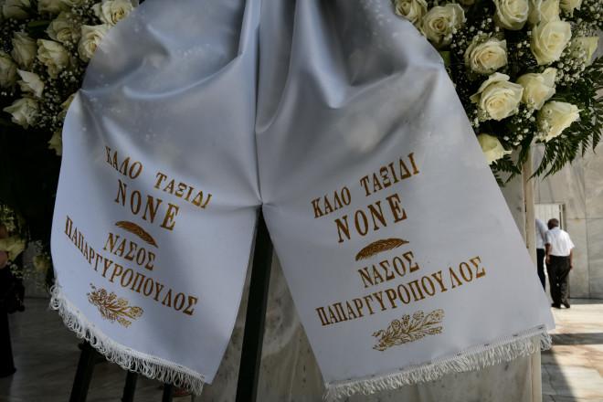 Ο Νάσος Παπαργυρόπουλος, ο οποίος ήταν το βαπτιστήρι του Τόλη Βοσκόπουλου, έστειλε στεφάνι