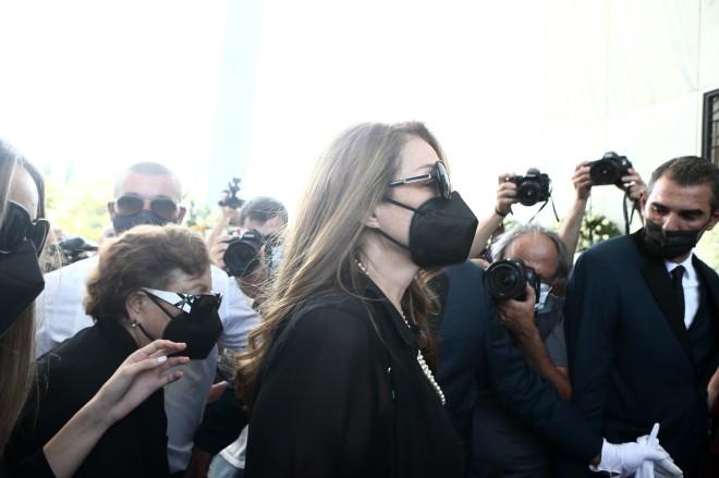 Η Άντζελα Γκερέκου στην κηδεία του Τόλη Βοσκόπουλου
