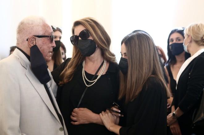 Κηδεία Τόλη Βοσκόπουλου: Συντετριμμένες η Άντζελα Γκερέκου και η κόρη του, Μαρία Βοσκοπούλου