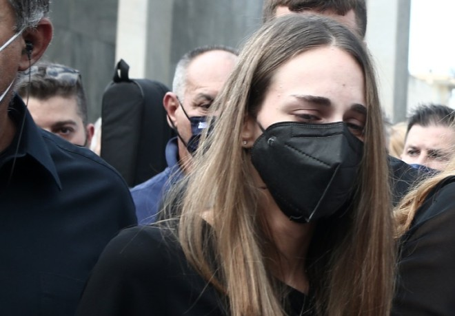 Μαρία Βοσκοπούλου στην κηδεία Τόλη Βοσκόπουλου