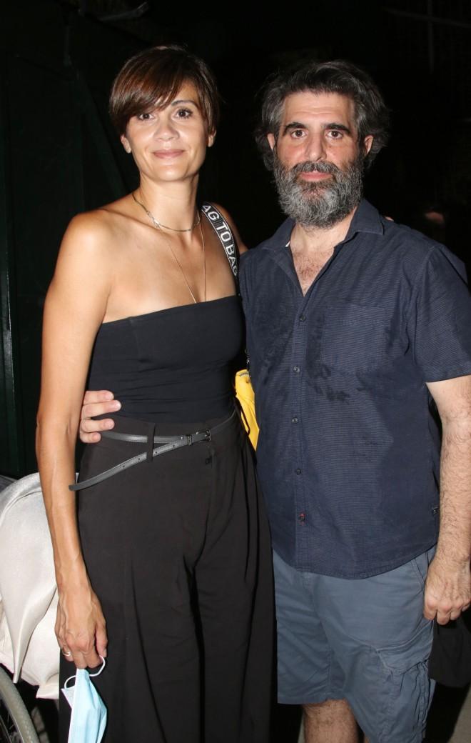 Η Άννα Μαρία Παπαχαραλάμπους ποζάρει με τον Γιώργο Γάλλο/ φωτογραφία NDP