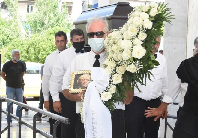 Το φέρετρό του ήταν στολισμένο με λευκά τριαντάφυλλα/ φωτογραφία NDP