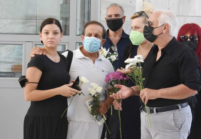 Μαρίλια Μητρούση-Σπύρος Μπιμπίλας-Ρουμπίνη Βασιλακοπούλου αποχαιρέτησαν τον ηθοποιό σκηνοθέτη/ φωτογραφία NDP
