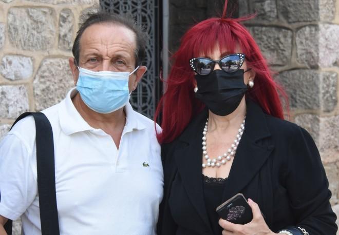Σπύρος Μπιμπίλας και Βίβιαν Βαλσάμη φορώντας τις μάσκες τους/ φωτογραφία NDP