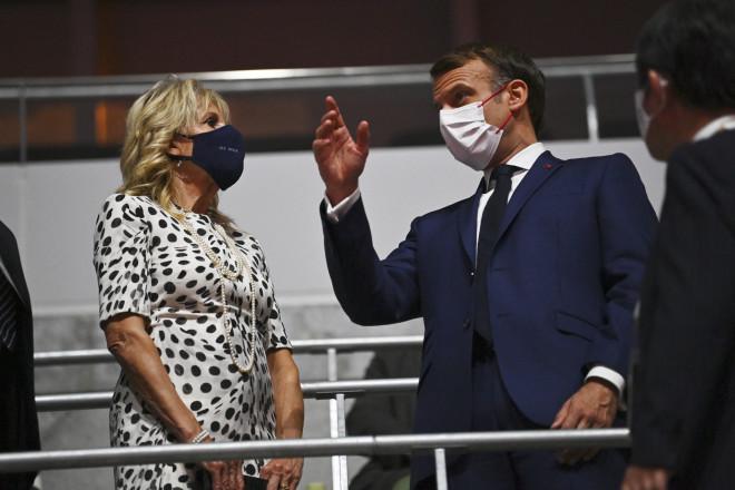 Στις εξέδρες για την Τελετή Έναρξης των Ολυμπιακών Αγώνων 2021 ο πρόεδρος Μακρόν με τη σύζυγό του- φωτογραφία ΑΡ