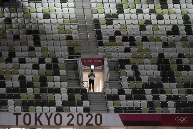 Οι άδειες εξέδρες στοΕθνικό Ολυμπιακό Στάδιο της Ιαπωνίας- φωτογραφία ΑΡ
