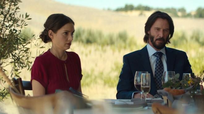 Οι ηθοποιοί Γουινόνα Ράιντερ και Κιάνου Ριβς στην ταινία Destination Wedding