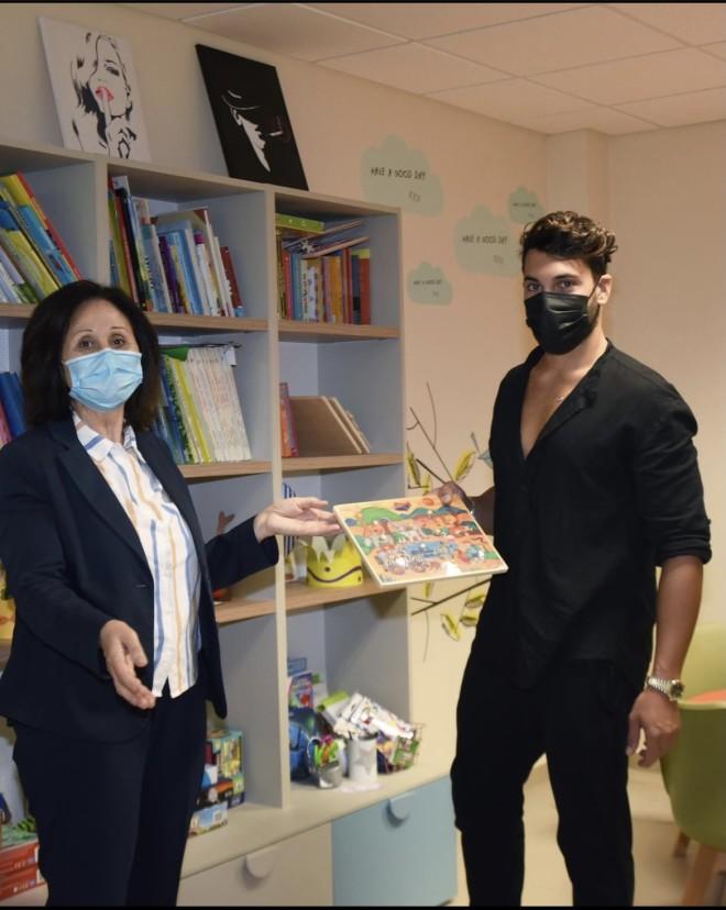 Ο Γιώργος Ασημακόπουλος επισκέπτεται ιδρύματα κατά του παιδικού καρκίνου και μοιράζει τα χρήματα που κέρδισε από το Survivor.