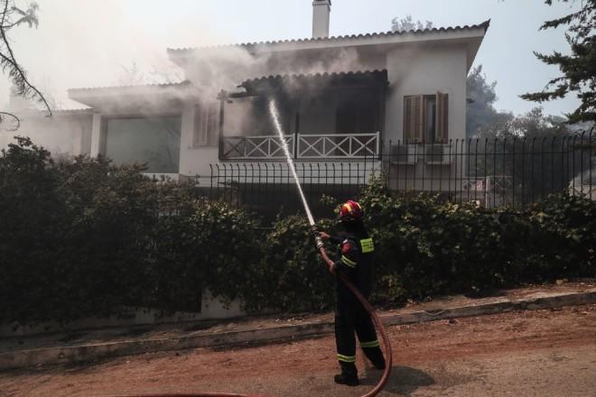 Φωτιά Σταμάτα πυροσβέστης