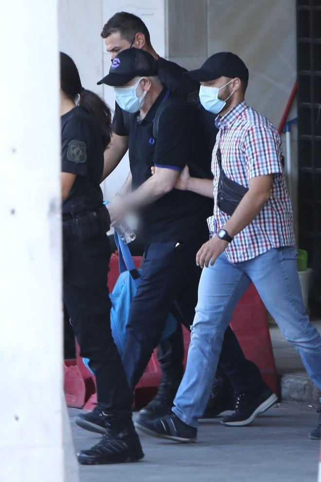 Ο Πέτρος Φιλιππίδης οδηγείται στη φυλακή Τρίπολης / ndp