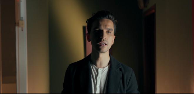 Ο Φώτης Παπαζήσης κυκλοφόρησε το νέο του single «Τι Σε Χαλάει»