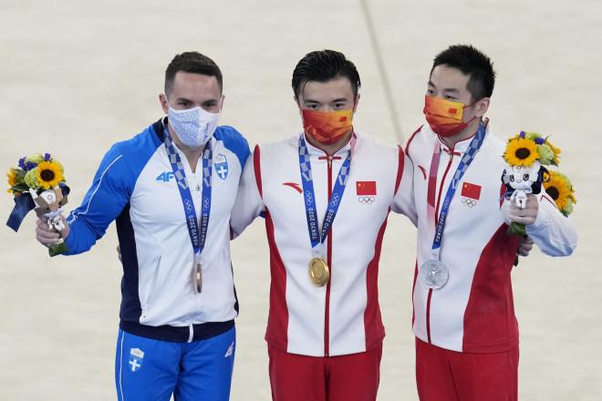 Οι τρεις ολυμπιονίκες στους κρίκους