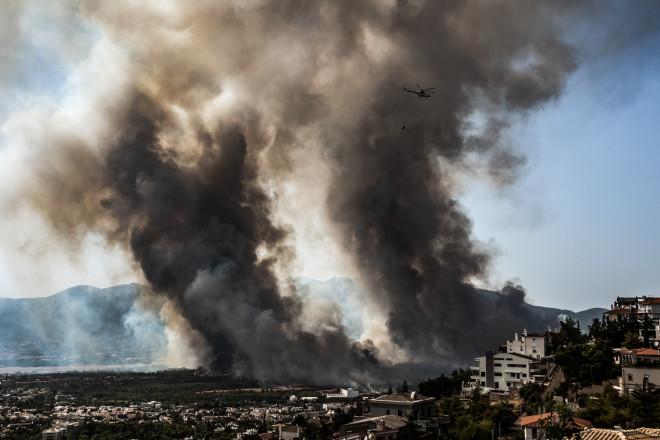Φωτιά στη Βαρυμπόμπη- φωτογραφία Eurokinissi