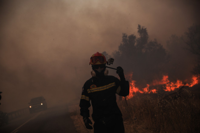 Πυροσβεστικές δυνάμεις στη Βαρυμπόμπη- φωτογραφία Eurokinissi