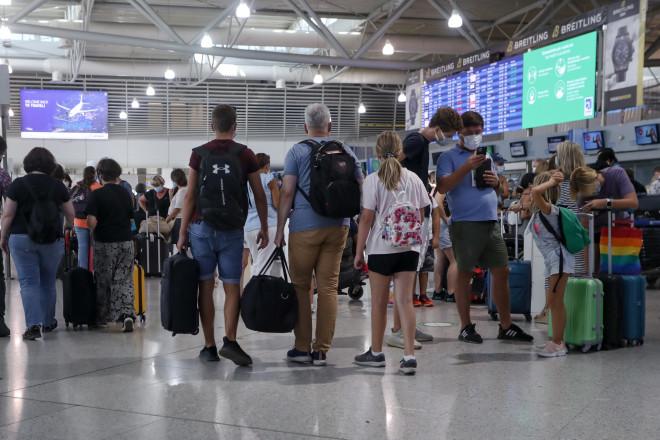 Επιβάτες στο αεροδρόμιο Ελευθέριος Βενιζέλος