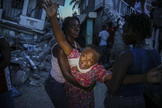 γυναίκα κλαίει Αϊτή