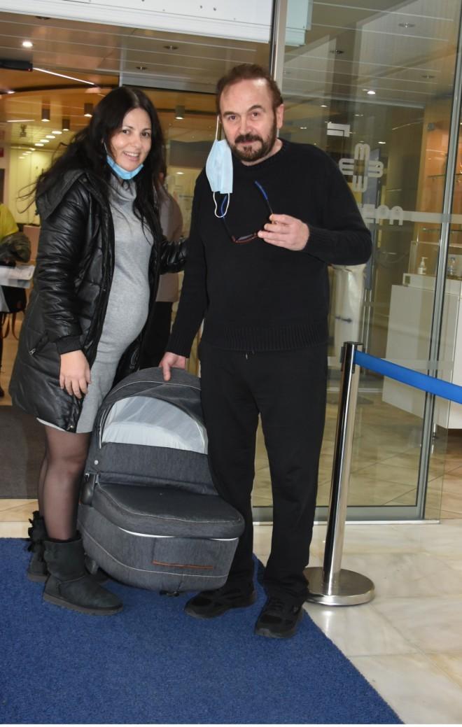 Ο Σταμάτης Γονίδης και η Κατερίνα Κουργιουξίδου ετοιμάζουν τη βάπτιση της κόρης τους