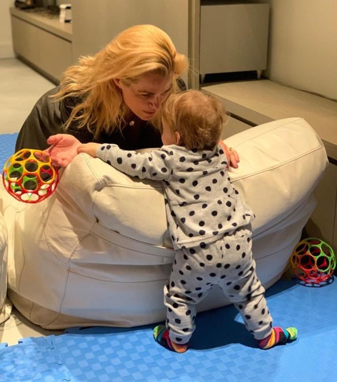 Η Τζένη Μπότση με την κορούλα της τον περασμένο Οκτώβριο /Φωτογραφία Instagram