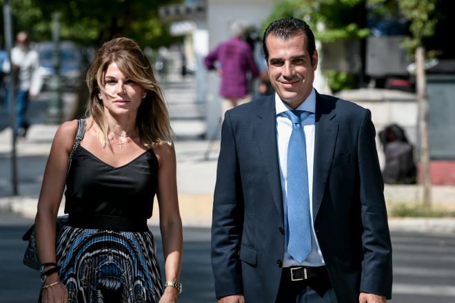 O νέος υπουργός Υγείας, Θάνος Πλεύρης, με τη σύζυγό του -φωτογραφία Eurokinissi