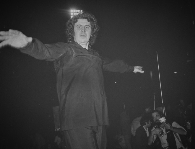 O Mίκης Θεοδωράκης διηύθυνε την ορχήστρα με τον δικό του τρόπο