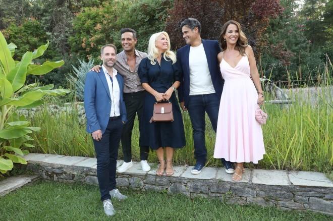 Η Ελένη με τη νέα της ομάδα:Ο Σάββας Πούμπουρας, η Ελιάνα Χρυσικοπούλου, ο Δημήτρης Ουγγαρέζος και ο Γιάννης Μούτσος/Φωτογραφία: NDP