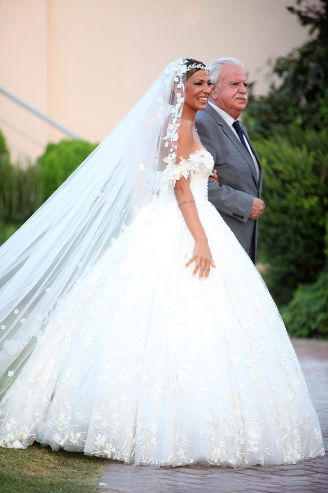 Τη νύφη συνόδευσε στην εκκλησία ο πατέρας της-- φωτογραφία NDP