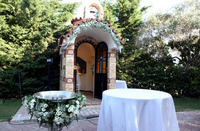 To εκκλησάκι στο κτήμα δεξιώσεων όπου έγινε ο γάμος του ζευγαριού και η βάπτιση της κόρης τους-φωτογραφία NDP