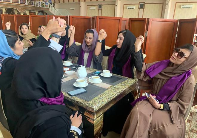 Συγκέντρωση των γυναικών που διεκδικούν τα δικαιώματά τους από τους Ταλιμπάν- φωτογραφία ΑΡ