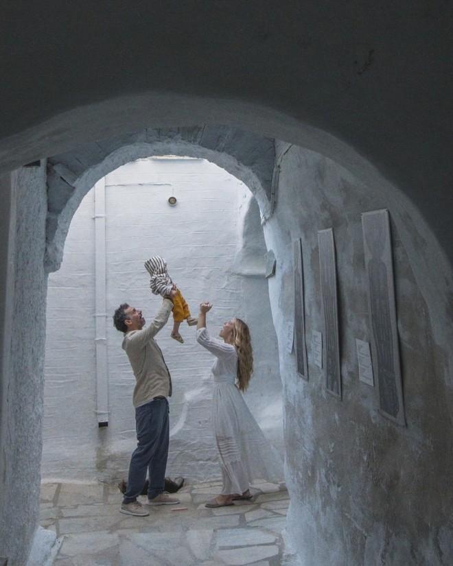 Γιώργος Χρανιώτης Γεωργία Αβασκαντήρα βάφτισαν τον γιο τους στην Τήνο