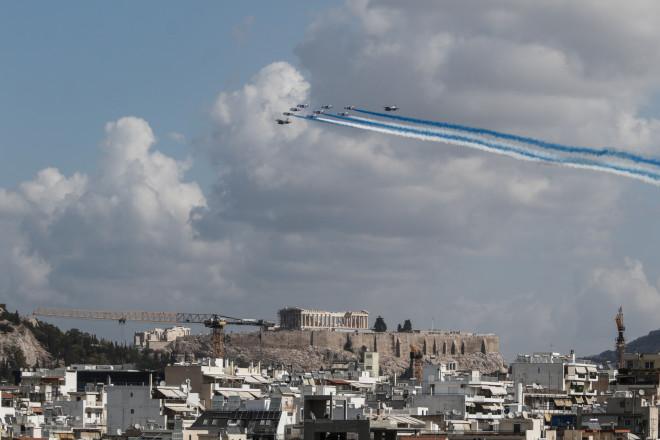 Η πτήση τω γαλλικών Rafale πάνω από την Ακρόπολη με τα ελληνικά χρώματα- φωτογραφία Eurokinissi