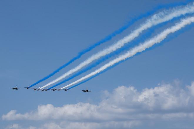 Η πτήση των γαλλικών Rafale με τα ελληνικά χρώματα- φωτογραφία Eurokinissi