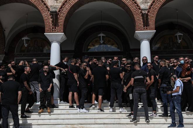 Πλήθος κόσμου πήγε στην κηδεία του 34χρονου τράπερ