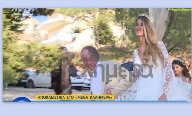 Η στιγμή που ο γνωστός σεφ παραδίδει τη νύφη στον γαμπρό