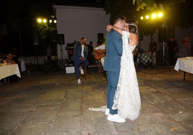 Πριν από έναν χρόνο η Ανθή Βούλγαρη και ο Κώστας Κωνσταντινίδης ανέβηκαν τα σκαλιά της εκκλησίας