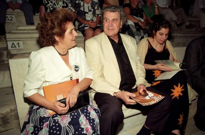 H Mυρτώ Αλτίνογλου και ο Μίκης Θεοδωράκης στο Καλλιμάρμαρο στις 18/9/95- φωτογραφία NDP