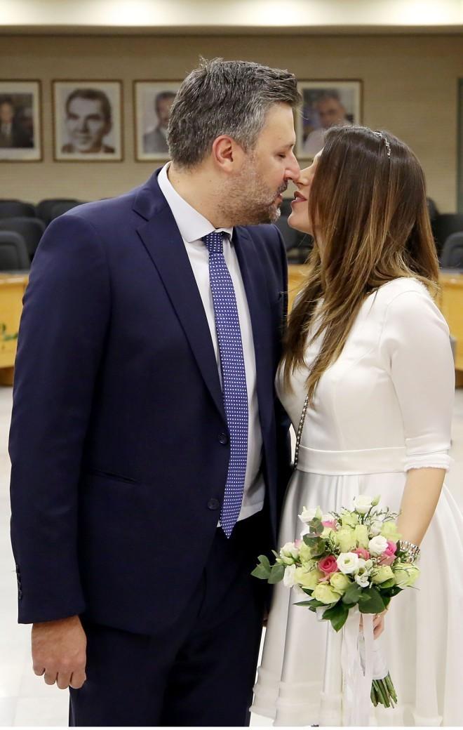 Το ερωτευμένο ζευγάρι την ημέρα του πολιτικού του γάμου/ φωτογραφία NDP