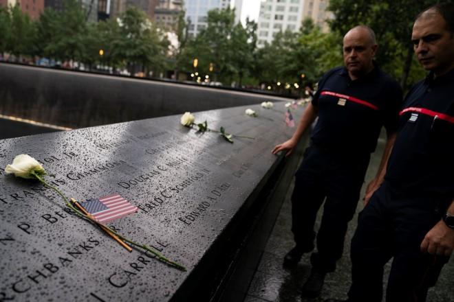 Λουλούδια στο ground zero της Νέας Υόρκης