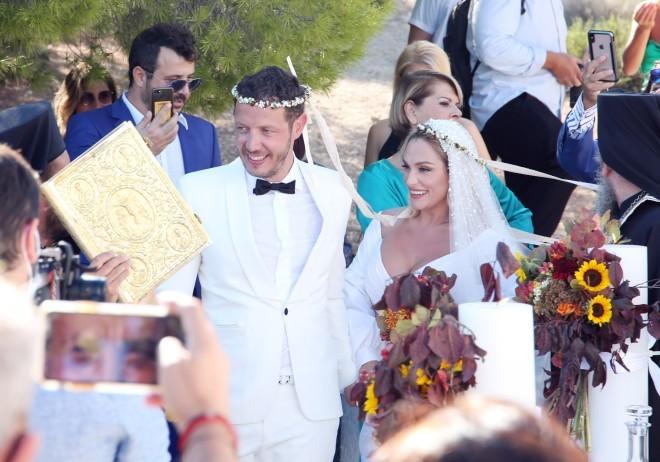 Στιγμιότυπο από τον γάμο του ζευγαριού στις Σπέτσες/ φωτογραφία ndp