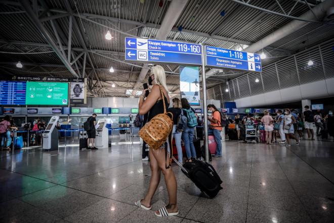 Τουρίστρια στον αερολιμένα του Ελ. Βενιζέλος