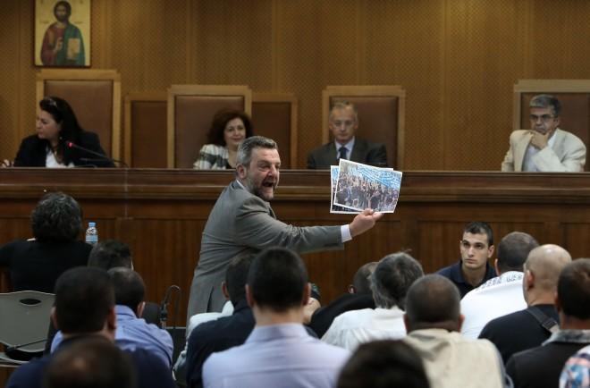 Ο δικηγόρος Ανδρέας Τζέλης στη δίκη της Χρυσής Αυγής- φωτογραφία ΙΝΤΙΜΕ