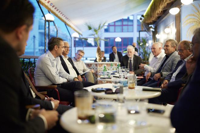 Συνάντηση με δημάρχουςτης δυτικής Αττικής είχε ο Κυριάκος Μητσοτάκηςστο Περιστέρι- φωτογραφία Eurokinissi