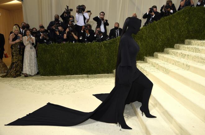kim kardashian μαυρο λουκ