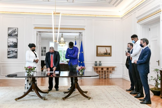 O Υπουργός Εσωτερικών Μάκης Βορίδης στην τελετή πολιτογράφησης