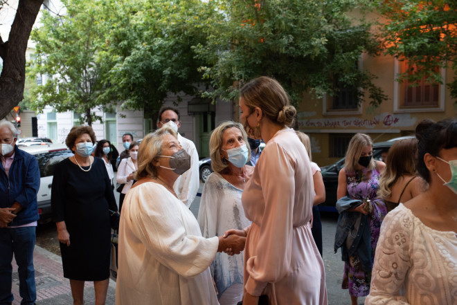 Η Σίσσυ Παυλοπούλου με την Σίκη Παπαϊωάννου συνομιλούν με την Ευτυχία Φράγκου