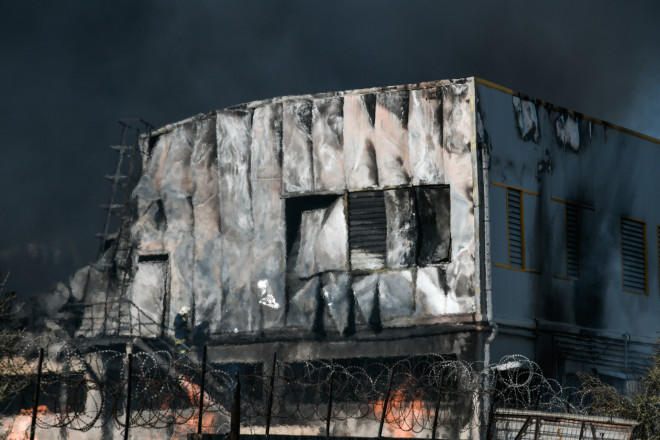 εργοστάσιο φωτιά